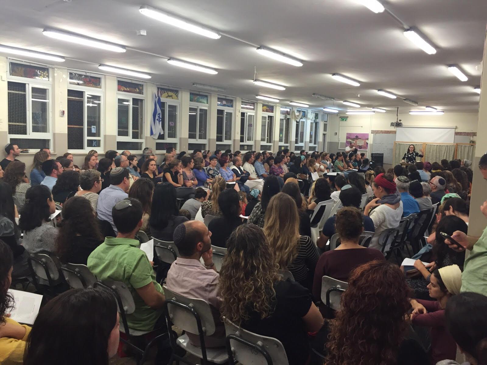 """אמש: מאות אנשים בשיעור של סיון רהב-מאיר בחסות """"ליבא"""""""